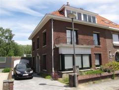 Rustig gelegen woning met 4 slaapkamers en garage. Ruime tuin met terras.Op wandelafstand van het Vrijbroekpark, het stadscentrum en de Leuvense Vaart