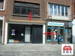 dit handelspand heeft een topligging in Mechelen en beschikt over een gelijkvloers (68 m²) en een kelder verdiep (73m²). Het pand is beschik