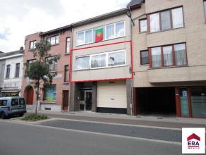 Ruim appartement met oa.: 2 slaapkamers, terras en ruime living. Centraal gelegen in hartje Willebroek. Appartement op de 1ste verdieping: 1 apparteme