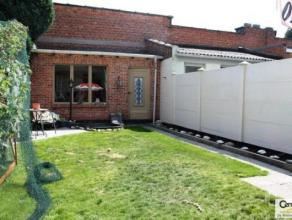 Centraal gelegen woning nabij het Rivierenhof met op de gelijkvloerse verdieping een garage, keuken en een mogelijkheid tot 3 slaapkamers. Bovenaan be