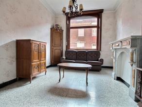 MOUSCRON - Maison entre pignons, comprenant : - Rez : hall d'entrée, salon/salle à manger (25 m²), cuisine semi-équip&eacute