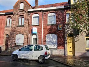MOUSCRON - Maison entre pignons à rénover,comprenant : - Rez : hall, living spacieux (31 m²), cuisine (taques électriques, f
