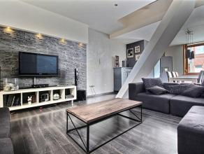 Charmante maison 3 chambres comprenant : Rez-de-chaussée : hall d'entrée, living avec parquet + escalier apparent (30 m²), cuisine