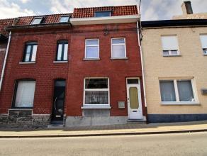 MOUSCRON - Maison entre pignons volumineuse comprenant : - Rez : hall d'entrée, salon/salle à manger (37 m²), cuisine équip&
