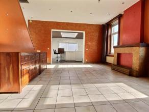 MOUSCRON - jolie maison avec garage : - Rez : hall d'entrée, salon/salle à manger (40 m²), cuisine équipée (four, MO,