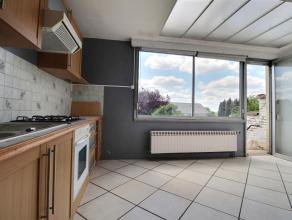 Spacieuse maison à Herseaux. Rez-de-chaussée : Garage 1 voiture avec porte sectionnelle motorisée, pièce multi-usage (16m&