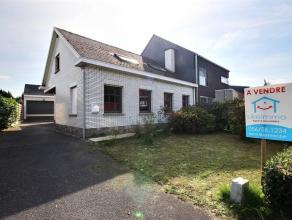 MOUSCRON - maison 3 façades comprenant : - Rez : hall d'entrée, salon/salle à manger (37 m²) avec cheminée au bois, c