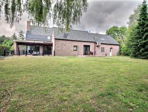 Très jolie villa en très bon état et présentant des volumes intéressant. RDC : hall d'entrée, cuisine hyper