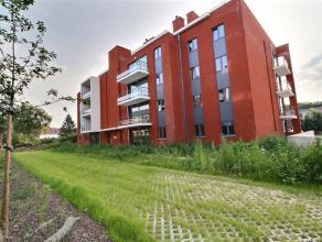 """Dans la résidence """"Le Château"""",appartement de 58m² au rez-de-chaussée avec terrasse et jardin privatif, comprenant: Un hall d"""