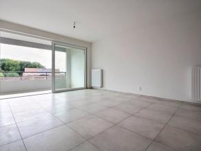 Dans une nouvelle résidence, appartement de standing (76 m²) comprenant: Hall, living donnant sur terrasse avec cuisine équip&eacut