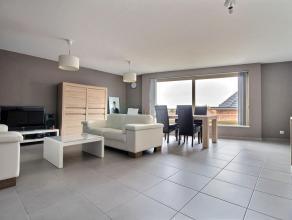 MOUSCRON - bel appartement de 2008, au 2ième étage comprenant : Hall d'entrée, grand séjour lumineux, cuisine équip
