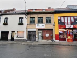 Maison à rénover sur Mouscron, comprenant : - Rez : séjour, salle à manger, wc, cuisine, passage avec annexe. - Etage 1 :