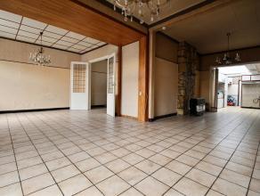 MOUSCRON - Large maison aux beaux volumes : - Rez : hall d'entrée, grand living, 2 salles à manger, 2 cuisines (1 meublée et 1 se