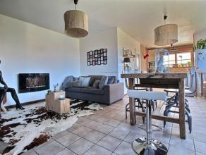 Belle maison semi-mitoyenne idéalement situé au calme. RDC : hall d'entrée, wc séparé, living, cuisine équip