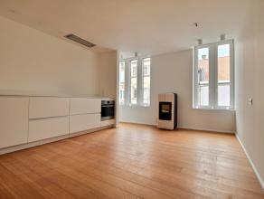 MOUSCRON - Duplex situé en plein centre-ville, se compose : D'un living lumineux, cuisine ultra équipée (taques électrique