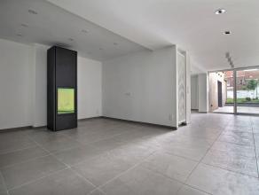 MOUSCRON - Superbe appartement : Au rez-de-chaussée d'un immeuble de deux appartements avec un jardin de 150 m² et terrasse de 20 m²