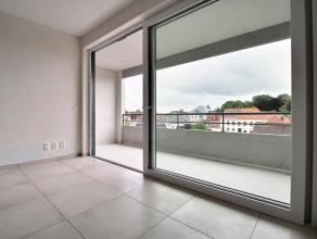 """Dans la nouvelle résidence """"Le Château"""", appartement de standing (76 m²) comprenant: Hall d'entrée, living donnant sur terras"""