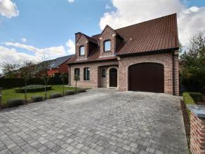 MOUSCRON - Superbe villa dans un clos résidentiel, proche des commerces et de toutes commodités comprenant : - Rez-de-chaussée :