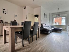 MOUSCRON - maison mitoyenne se composant : - Rez-de-chaussée : hall d'entrée, living d'environ 30 m² avec insert au bois, cuisine a