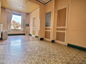 MOUSCRON - Maison mitoyenne avec beaucoup de potentiel ! - Rez-de-chaussée : living (23 m²), salle à manger (10 m²), espace cu
