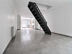 MOUSCRON - Maison mitoyenne entièrement rénovée 2016 : - Rez-de-chaussée : living avec escalier apparent (44 m²), cui