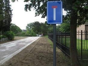 Rustig en landelijk gelegen nieuw te bouwen open bebouwing in nieuw aan te leggen doodlopende wegenis. Centrale ligging op +/- 1400 meter van het cent