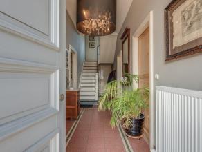 Ontdek deze unieke eigendom in het mooie Bachte-Maria-Leerne. Achter de prachtige gevel vinden we een totaal gerenoveerde woning die heel kwalitatief
