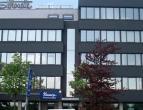 Kantoorgebouw met uitstekende visibiliteit gelegen vlakbij de Antwerpse ring. Ruime parkeermogelijkheden. Vlotte verbinding met de E19 (Brussel) en E1