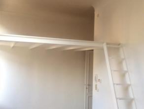 Leuk duplex appartement te huur in het centrum van Antwerpen-Berchem! Het appartement bevindt zich in het centrum van Antwerpen-Berchem, in de nabijhe