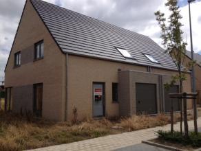 Ruime halfopen nieuwbouwwoning op 531 m² te Ichtegem. Voorzien van inkom, WC, living en open keuken. Verdiep met 3 ruime slaapkamers,grote badkam