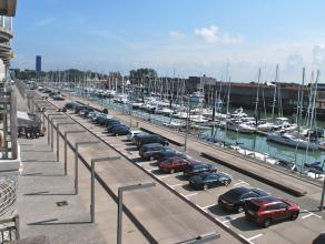 Lichtrijk appartement met een prachtig zicht op de jachthaven, gelegen aan de Rederkaai  te Zeebrugge. Indeling : ruime leefruimte met aanpalend een z