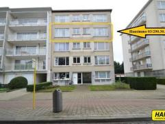 Goed gelegen op te frissen appartement van 70m² met 2 slpks. en terras gelegen op de derde verdieping in een gebouw van 4 hoog (lift). Inkomhal v