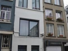 Prachtig volledig gerenoveerde (2006) centraal gelegen woning met een bewoonbare opp. van 130m² met 2 slaapkamers en een zonnig dakterras van 15m