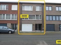 Zeer centraal gelegen Bel-étage met 3 slpks., garage voor 2 wagens en tuin van 82m² met een bew. opp. van 175m² op een perceel van 18