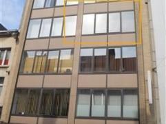 Zeer centraal gelegen appartement van 65m² op het 3de verdieping in een gebouw van 4 hoog met 1 slaapkamer en terras.  Dit op te frissen appartem