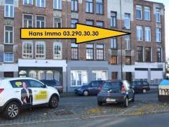 KLEIN BESCHRIJF MOGELIJK!!! Gerenoveerd (2009) appartement van 64m² met 1 slaapkamer gelegen op de tweede verdieping in een gebouw van 3 hoog. In
