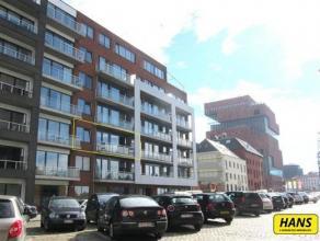 Instapklaar loftappartement van 100m² bew.opp. met inpandig autostaanplaats op TOPLOCATIE!! Dit appartement ligt op de tweede verdieping van zes