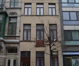 Prachtig gelegen (op het Zuid) op te frissen appartementsgebouw/Herenhuis thans gebruikt als één woning met een bewoonbare oppervlakte v