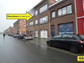 Opbrengsteigendom bestaande uit 2 appartementen.  Op het gelijkvloers is er een ruime garage van 60m², een tuin van 70m² met achteraan magaz