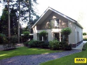 Recente luxueuze vrijstaande woning met 2 slaapkamers, prachtig grote tuin, terras, dubbele carport en tuinhuis met bijkeuken op een perceel van 1.260