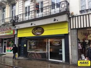 Zeer goed gelegen handelsgelijkvloers van circa 156m².  Het pand thans een bakkerij ligt op het kruispunt van de Carnotstraat en de Kerkstraat me
