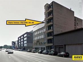 Appartement van 120m² met 3 slaapkamers op de 4e verdieping in een gebouw van 6 hoog in een zeer aangename buurt. Hal van 17m². Leefruimte v