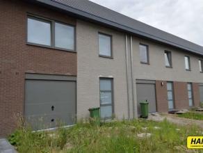 Nieuwbouw woning (2013) met 3 à 4 slpks., tuin en garage met een bew. opp. van 224m² op een perceel van 290m². Inkomhal op tegels met