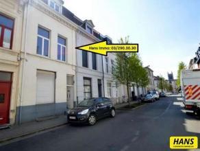 Ruim duplex appartement van 85m² in een herenhuis met 2 slaapkamers. Leefruimte van 20m² op laminaat. Keuken van 13m² op laminaat voorz