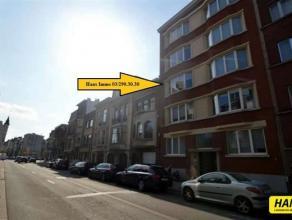 Goed gelegen gerenoveerd appartement van 140m² met 3 slaapkamers. Indeling: Inkomhal van 9m² op parket. Leefruimte van 45m² op parket.