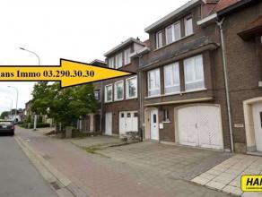 KLEIN BESCHRIJF MOGELIJK (mits 3 kinderen)!!! Deels gerenoveerde (2005) woning met 2 a 3 slpks., tuin en garage met een bew. opp. van 125m² op ee