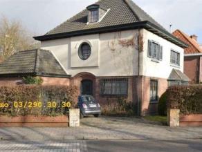 Riante en vrijstaande villa met 4 slaapkamers, grote tuin met zwembad en garage met een bewoonbare oppervlakte van 255m² op een perceel van 615m&