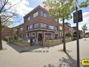 Gerenoveerd appartement (2013) met 2 slpk's en een bewoonbare oppervlakte van 105m². Indeling: Inkomhal van 8m² op stenen vloer. Leefruimte