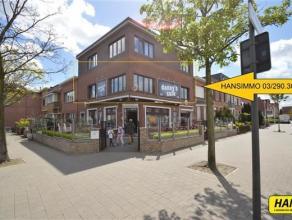 Gerenoveerd appartement (2013) met 3 slpk's en een bewoonbare oppervlakte van 115m². Indeling: Inkomhal van 8m² op stenen vloer. Leefruimte