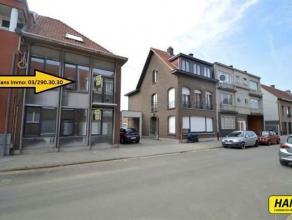 Gerenoveerd appartement van 50m² met 1 à 2 slaapkamers en terras op de eerste verdieping van een gebouw van 2 hoog! Gemeenschappelijke ink
